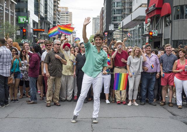 Défilé de la Fierté dans le cadre de la 10e édition de Fierté Montréal sur le boulevard René-Lévesque, à Montréal, dimanche le 14 août 2016. Sur cette photo: Le Premier Ministre du Canada, Justin Trudeau.